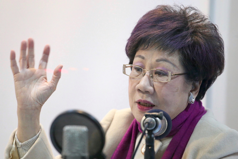 呂秀蓮以73歲「高齡」布參選台北市長,被網友譏笑是「祖母綠」、「媽祖出巡」。(台灣「中央社」)