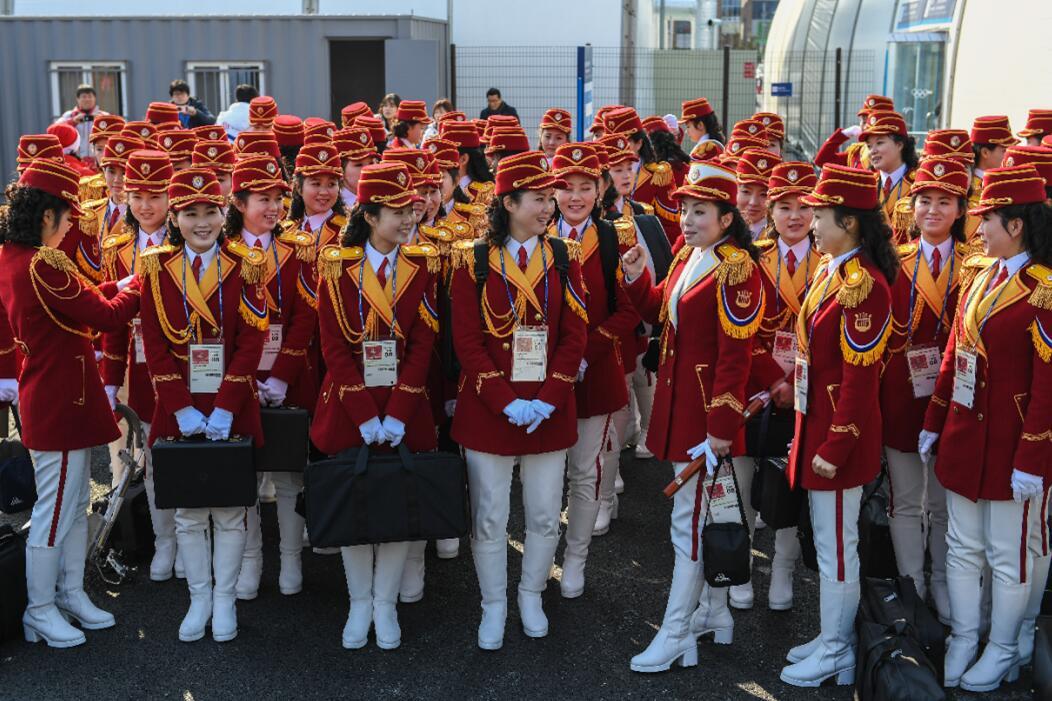 朝鮮的女子樂團為朝鮮運動員演奏助威