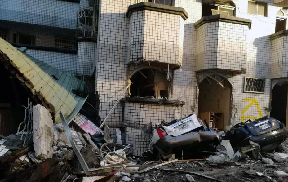 花蓮縣受地震影響最為強烈,多棟建築物倒塌或傾斜(中新社)