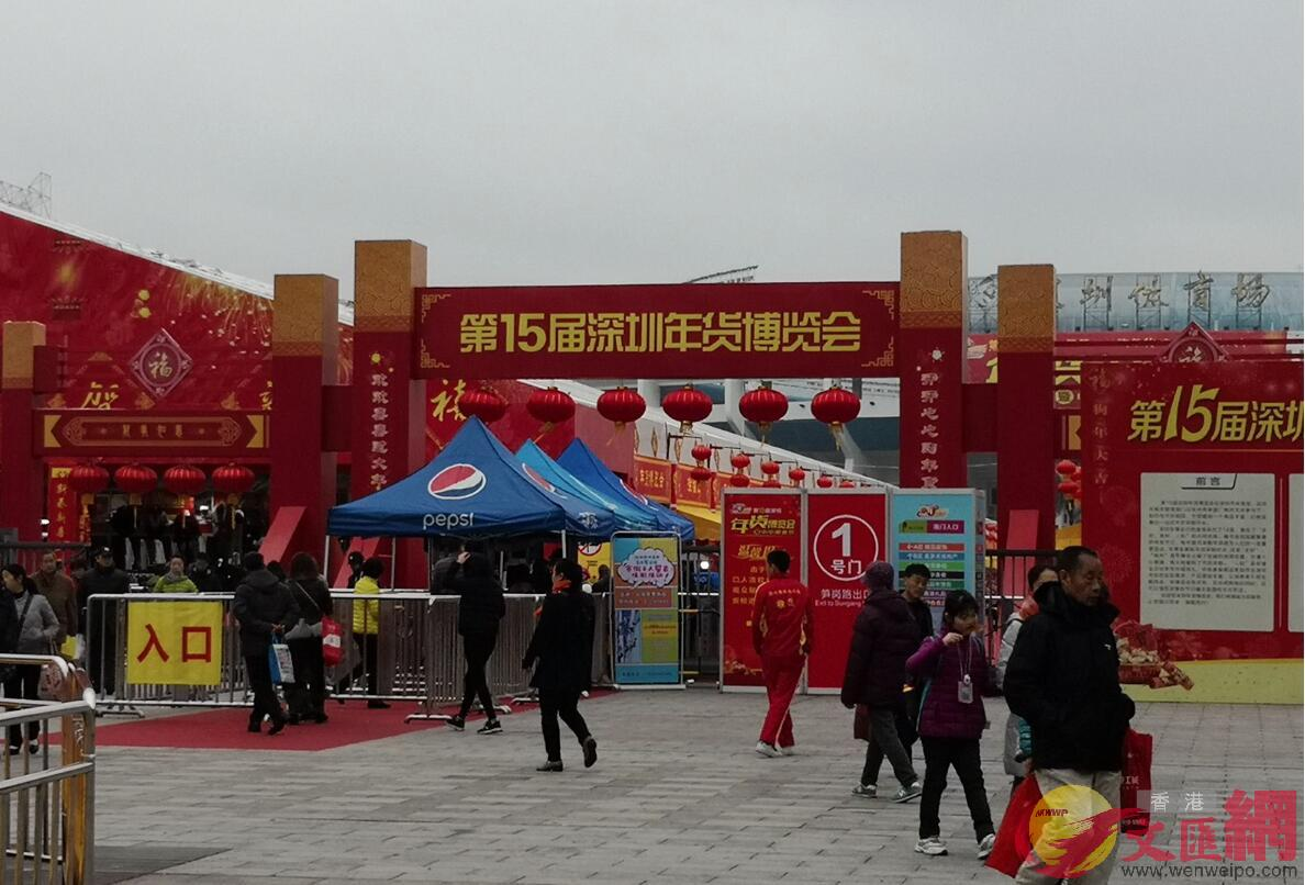 第十五屆年博會整個露天廣場都被火紅喜慶的裝飾覆蓋(記者 郭若溪 攝)