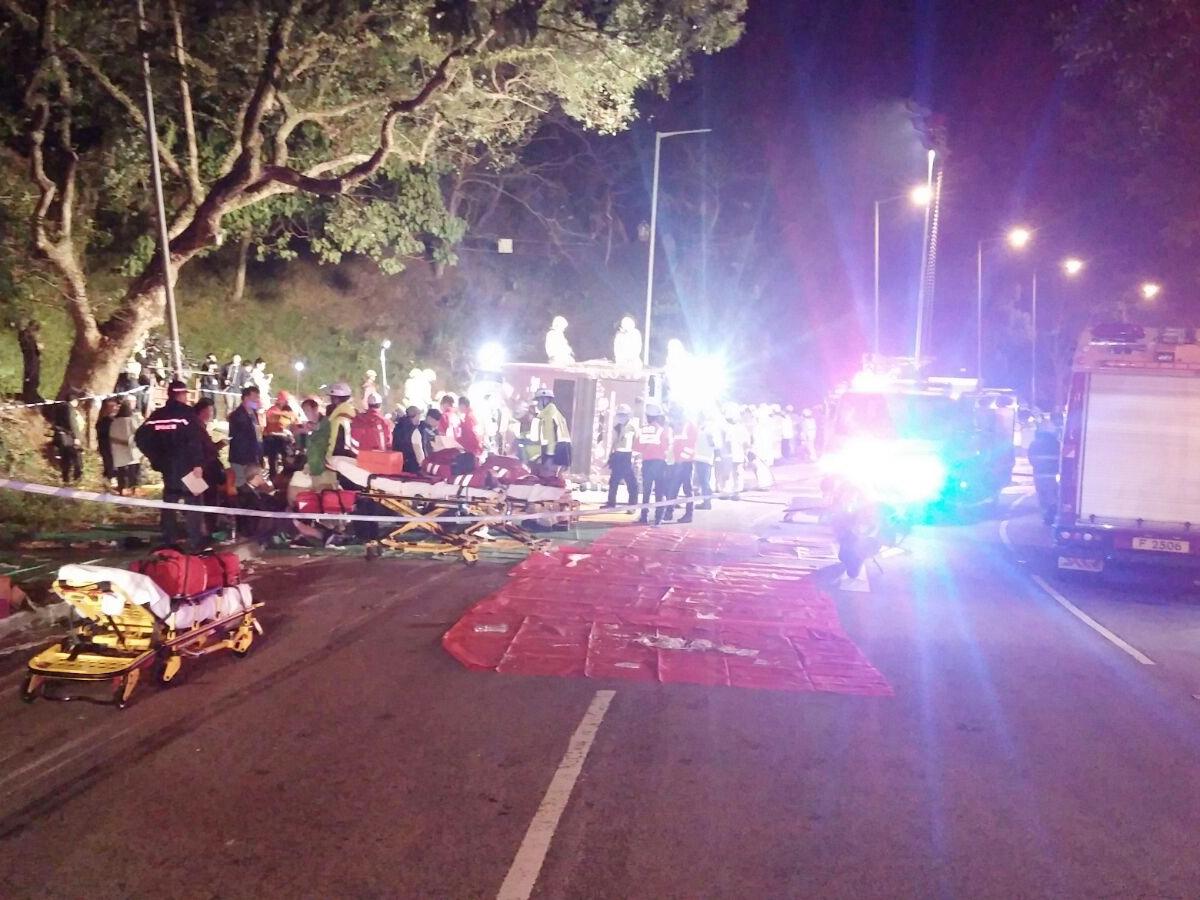 車禍導致最少19人死亡。(由市民提供)