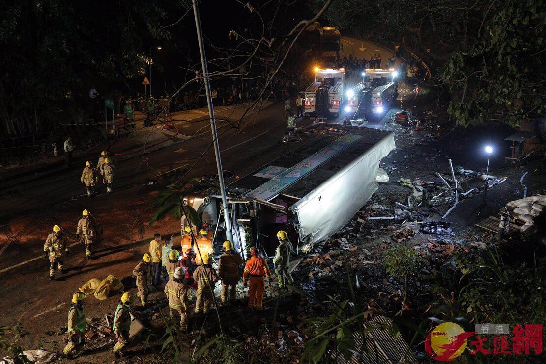 香港新界大埔公路發生嚴重交通事故,造成19人遇難、65人受傷(大公文匯全媒體記者麥鈞傑攝)