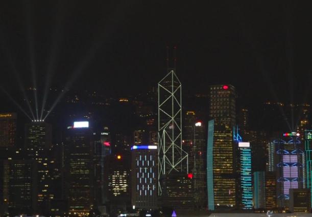 香港旅遊事務署宣布,暫停今晚原定8時上演的「幻彩詠香江」。(港台圖片)
