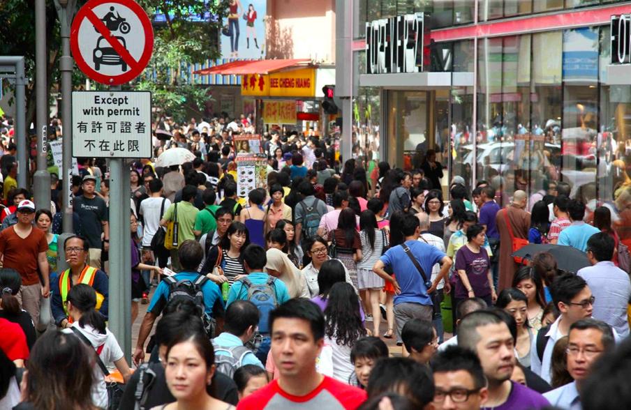 截至2017年底,香港人口臨時數字為7409800人(大公報資料圖)