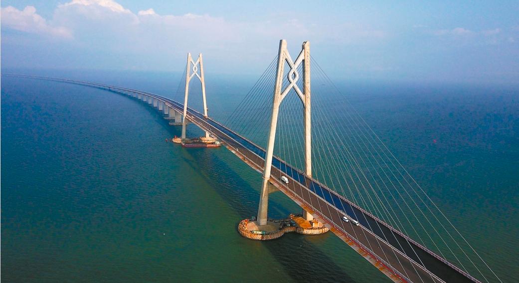 港珠澳大橋管理局表示,大橋會採取「三地三檢」模式,實行24小時通關(文匯報資料圖)