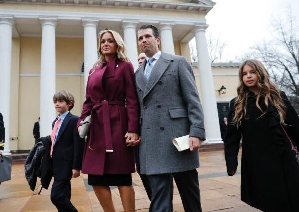 美國總統特朗普長子唐納德夫婦。長媳瓦妮莎拆開內有白色粉末的信件後送院(美聯社資料圖)