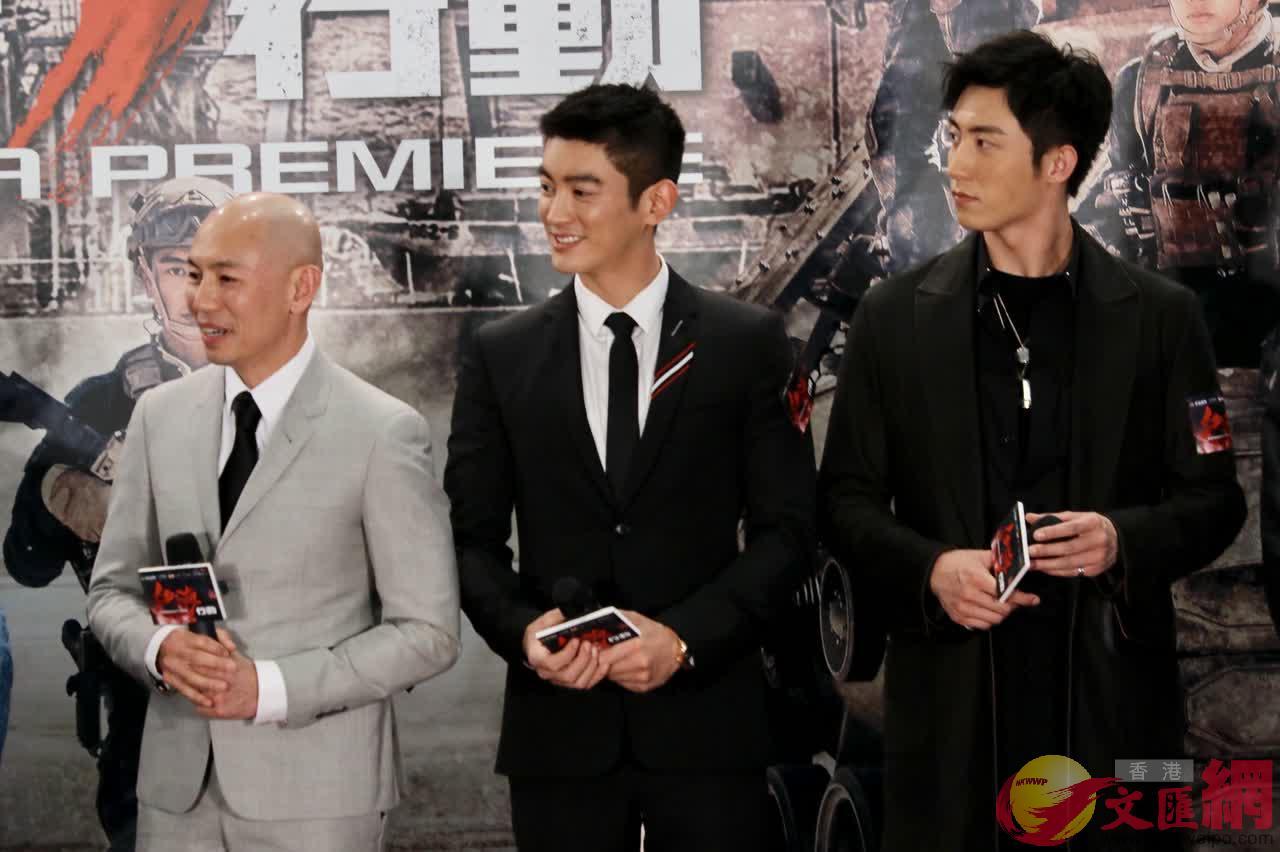 導演林超賢(左一)說,自己一直很想拍攝軍旅題材電影,今次有機會拍攝《紅海行動》是緣份
