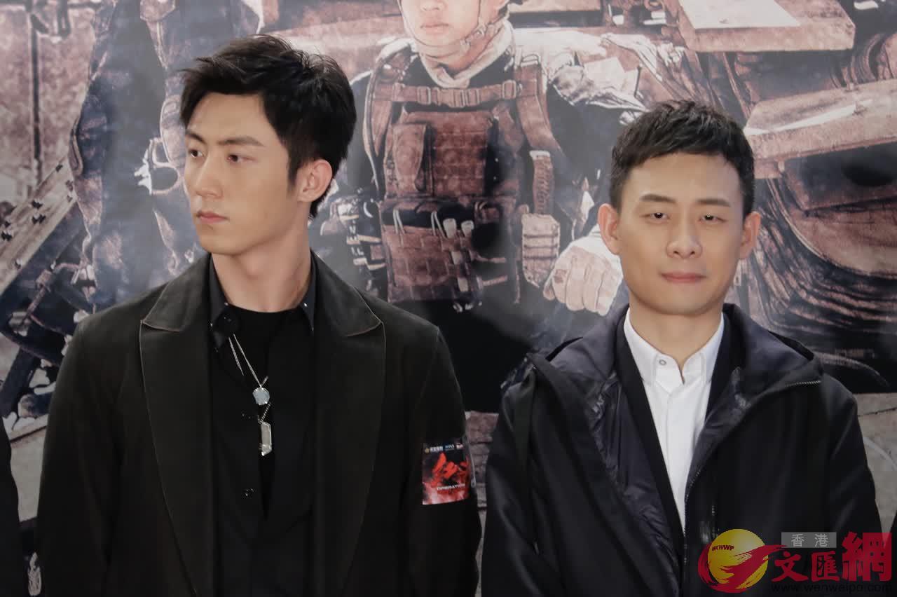 演員黃景瑜(左)與演員張譯(右)