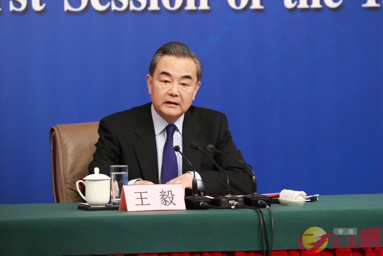 外交部部長王毅就「中國外交政策和對外關係」回答中外記者提問(記者 孫青川 攝)