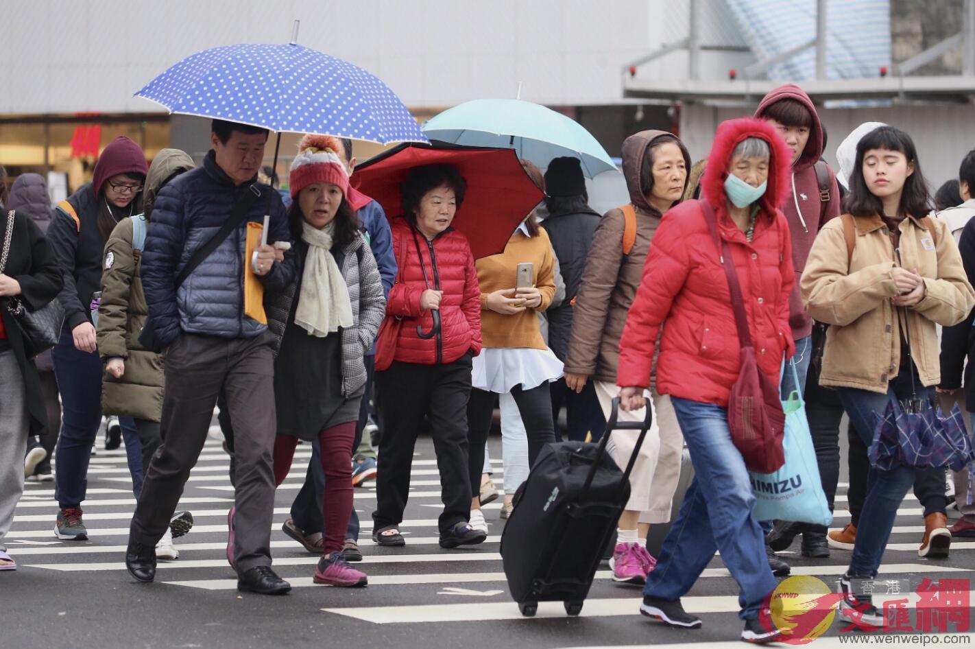 台灣「勞動部」調查顯示,有4.4%的女性職員最近一年曾遭受性騷擾。圖為台北街頭(台灣「中央社」)