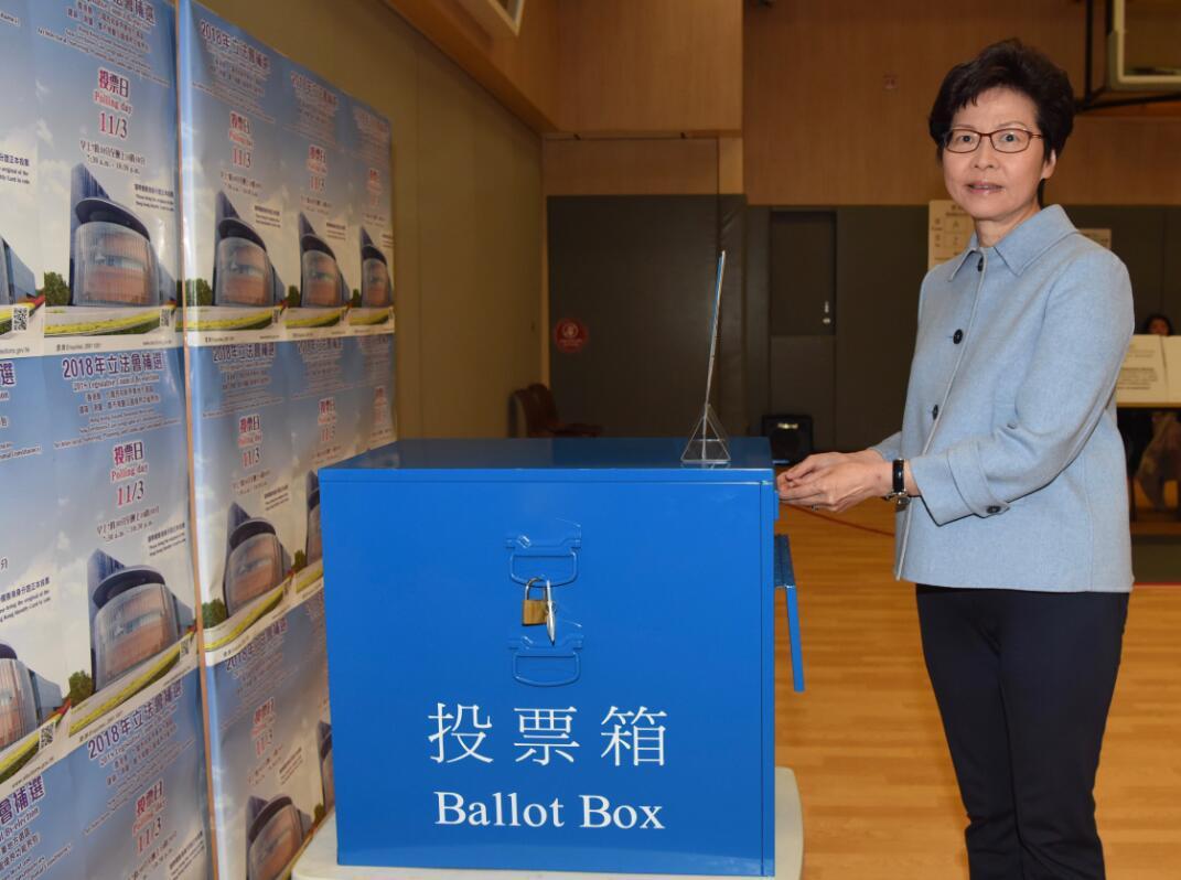 香港行政長官林鄭月娥在2018立法會補選投票中(政府新聞處)。