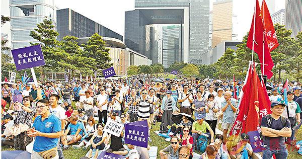 2017年9月17日,4000市民集會,吶喊「反『港獨』」、「反冷血」、「反偽學」,要求港大革走戴耀廷。香港文匯報記者 劉國權 攝