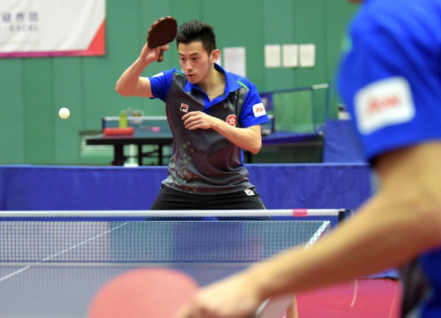 香港乒乓球員黃鎮廷在進行訓練
