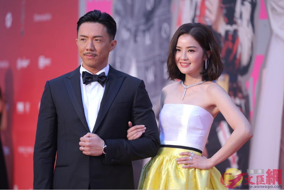 張繼聰(左)及蔡卓妍(右)擔任頒獎禮司儀