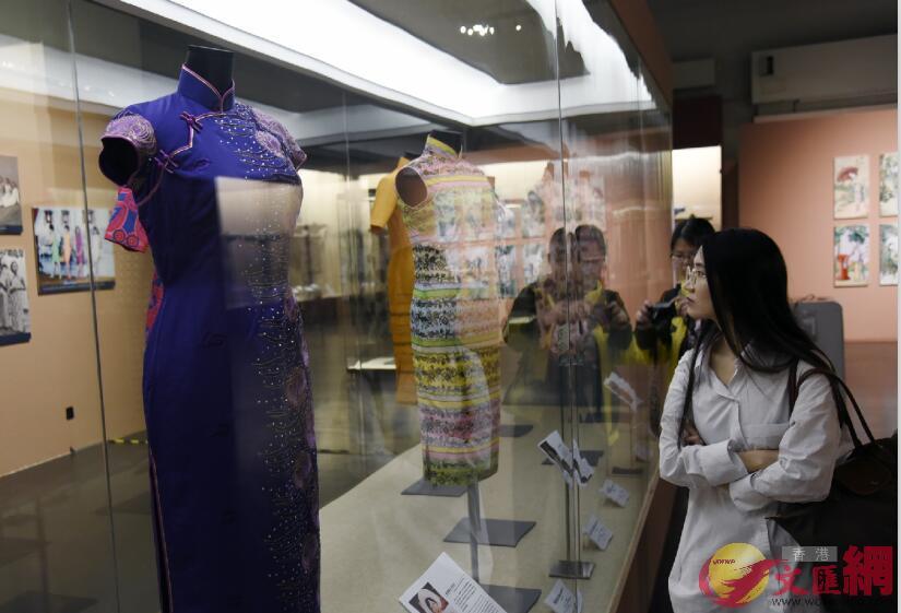 廣東省博物館展出不同年代的香港長衫。