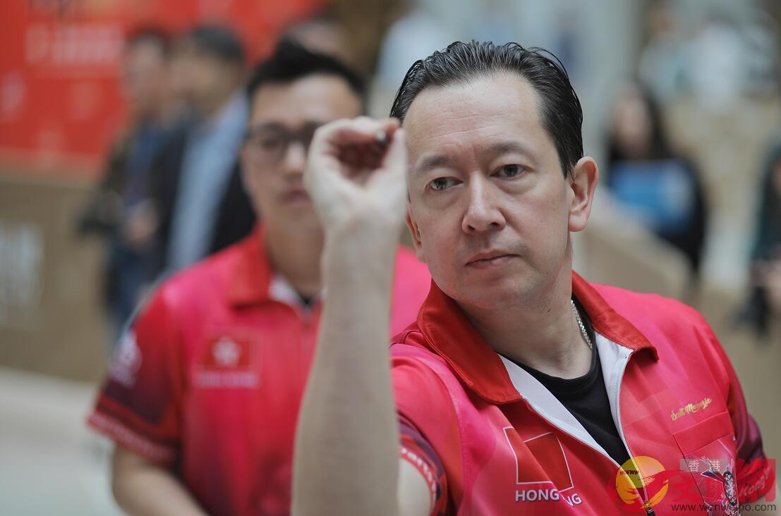 香港夢幻隊隊(紅衫)及上屆冠軍泰國飛鏢隊(紫衫)一起為活動揭開序幕