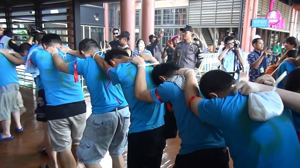 台灣籍電信詐騙集團去年8月在印尼落網,日前遭遣送回台灣(台灣「中央社」)。