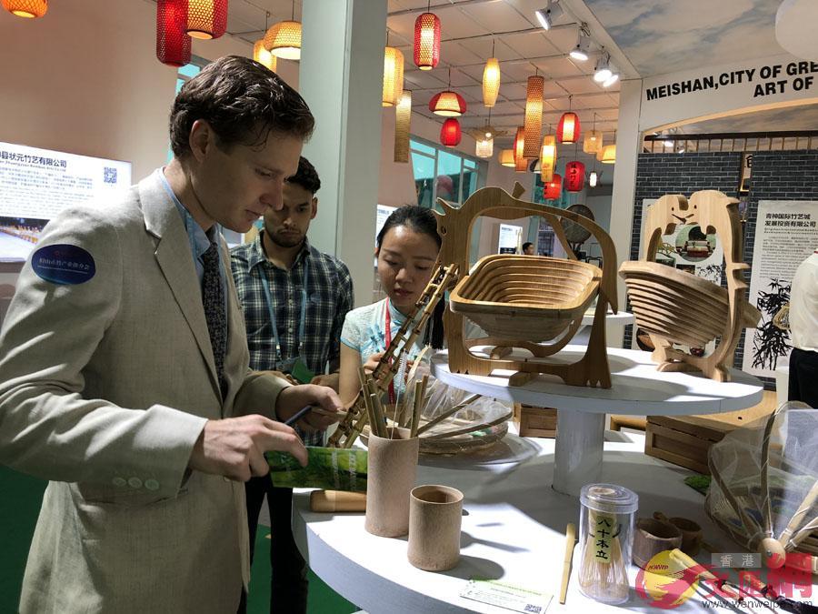 「中國竹編藝術之鄉」四川眉山首次組團參展廣交會,拓展海外市場。