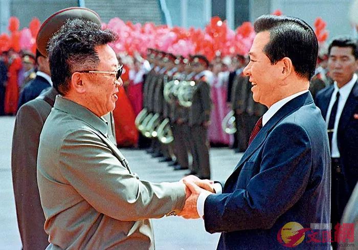 2000年,時任韓國總統金大中首度與朝鮮領導人金正日舉行南北雙邊會談。資料圖