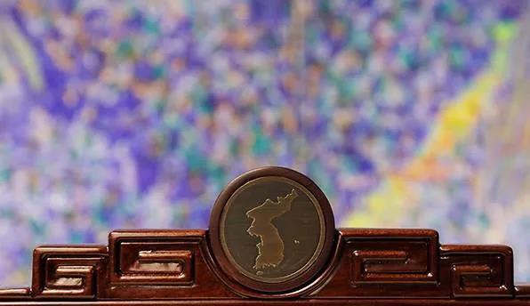 兩國領導人會談的座椅為最上方雕刻有半島地圖。韓國總統府fb