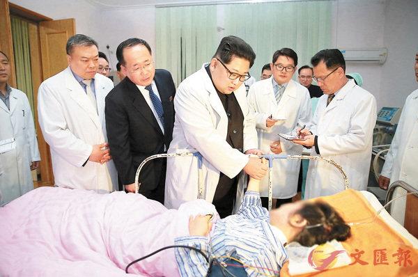 ■金正恩專程到醫院看望旅遊巴事故的傷者。路透社