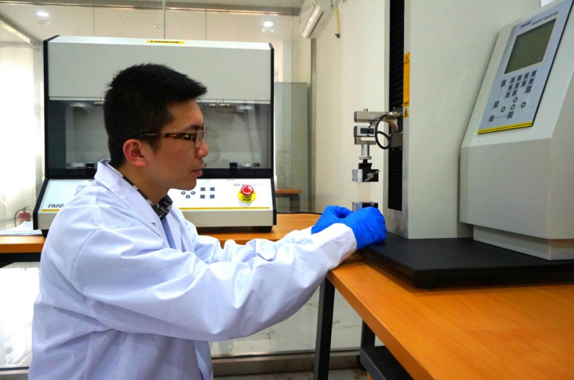 陳鋒表示,中國進口先進的芯片製造設備受制於歐美制定的瓦森納協議。受訪者供圖