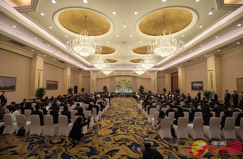 香港特區代表團與四川省主要領導在世紀城國際會議中心三樓天府廳舉行見面會(記者 麥鈞傑 攝)