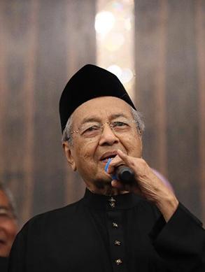5月10日,在馬來西亞必打靈查亞,馬哈蒂爾宣誓就任總理後出席新聞發布會。