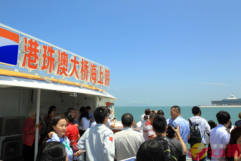 「港珠澳大橋海上游」從珠海九洲港出發,整個航程約90分鐘。(記者 方俊明 攝)