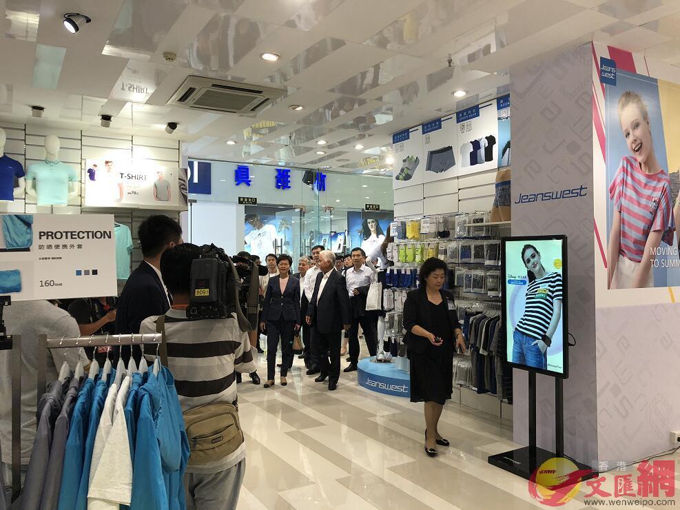 林鄭月娥在惠州港資企業旭日集團總部參觀 黃寶儀 攝