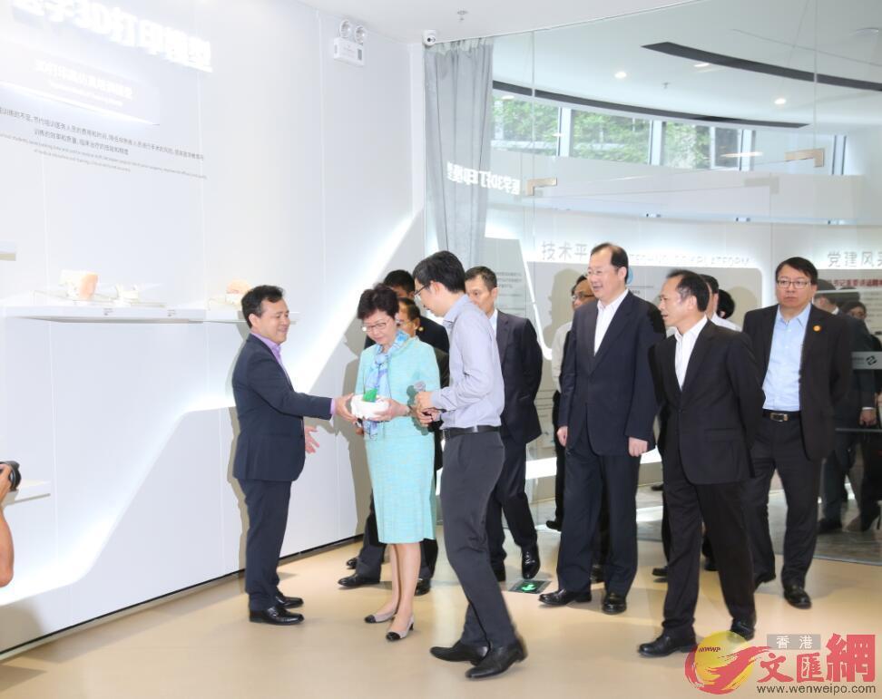 林鄭走訪廣州科創企業,了解內地首家生物3D打印技術運用