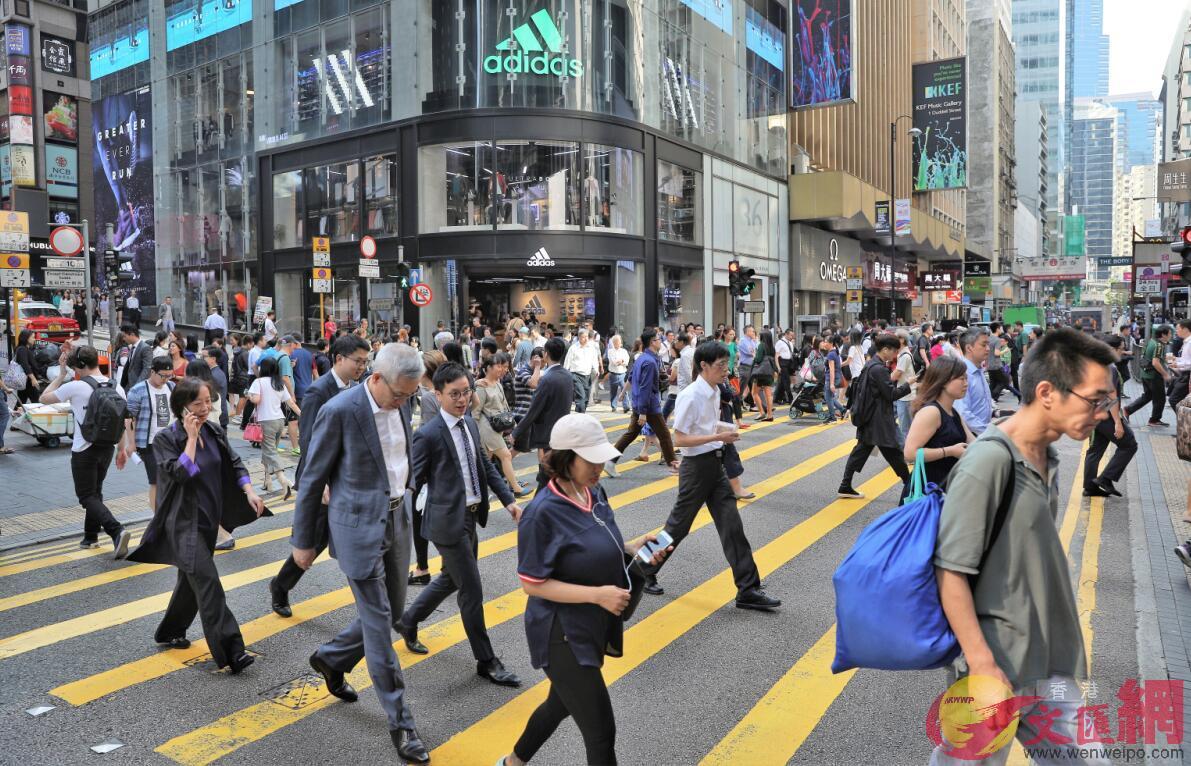 調查發現,逾70%求職者會因招聘者遲遲未回覆,而不得不放棄心儀職位。圖為香港街景(全媒體記者麥鈞傑攝)