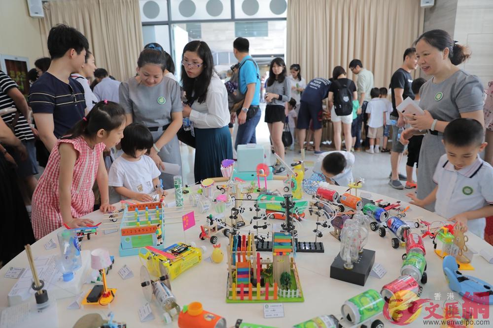 中科硅谷幼兒園展覽吸引眾多小朋友參與 記者 郭若溪攝