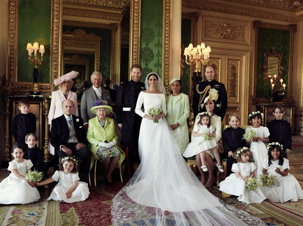 王室四代與梅根母親及花童的合影(網絡圖片)