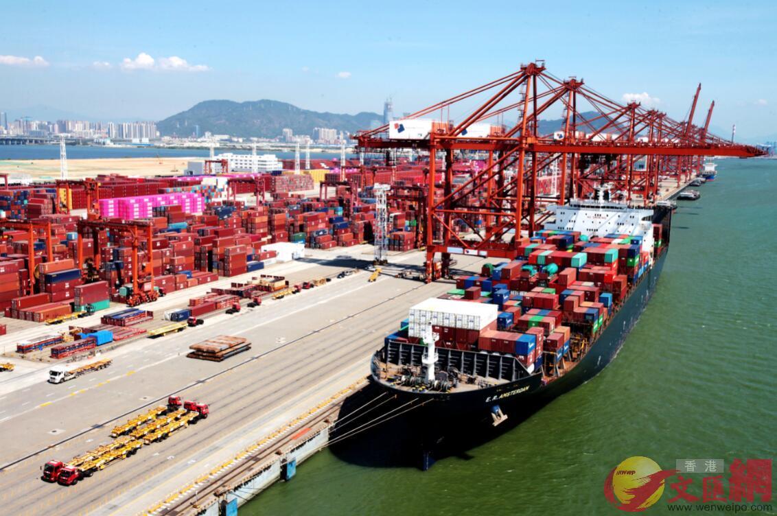 中國-印度新航線首航船「E.R. AMSTERDAM」號集裝箱船停靠大鏟灣碼頭 。