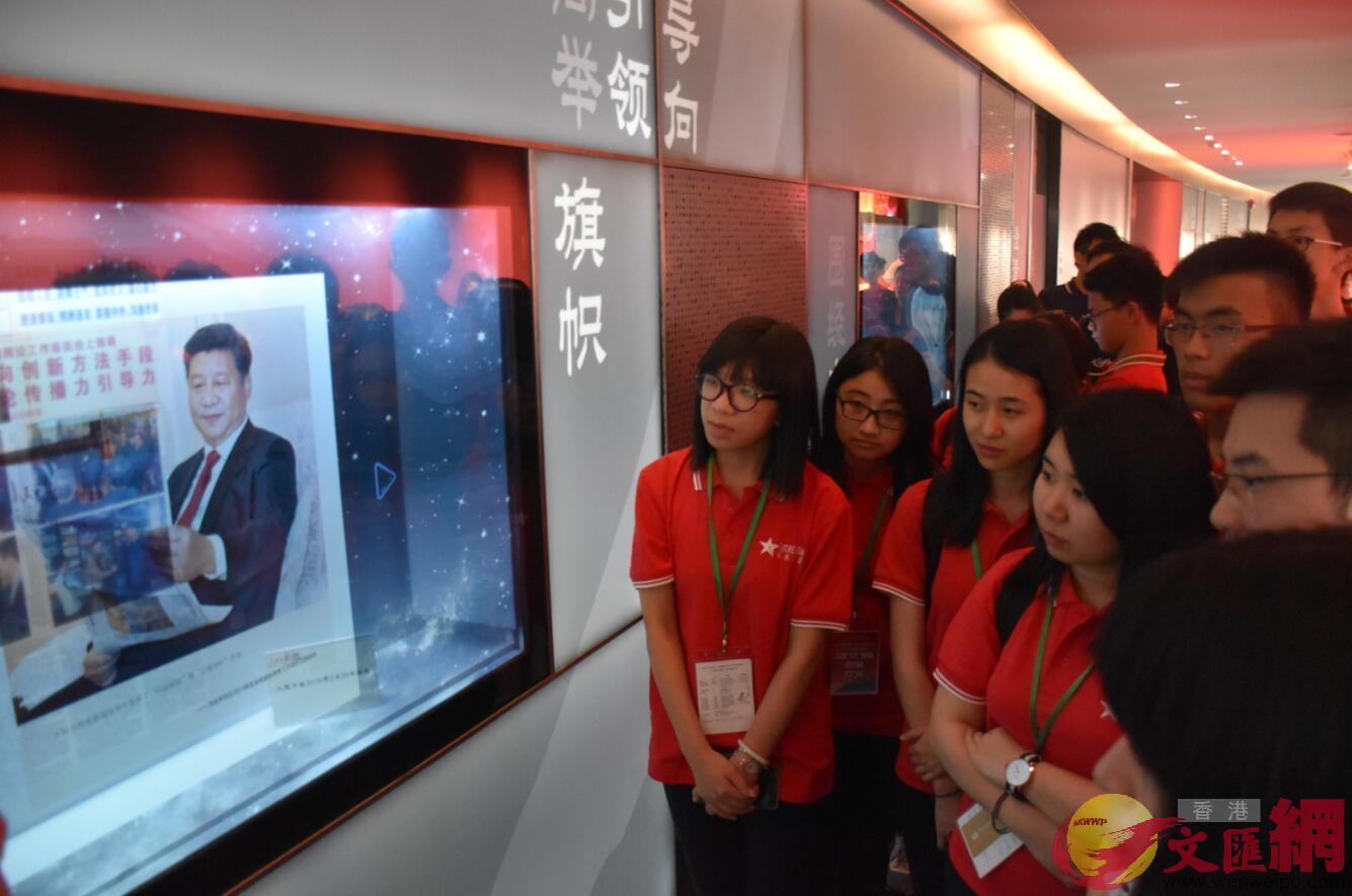 港生參訪人民日報,張寶峰攝。