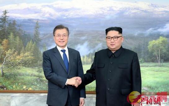 5月26日,韓國總統文在寅在板門店朝方一側的統一閣與朝鮮國務委員會委員長金正恩舉行會晤。