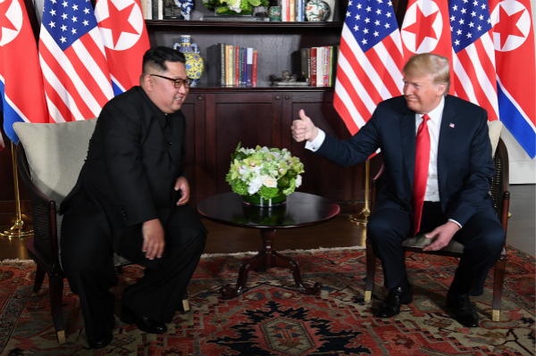 特朗普與金正恩舉行單獨會談。圖:法新社