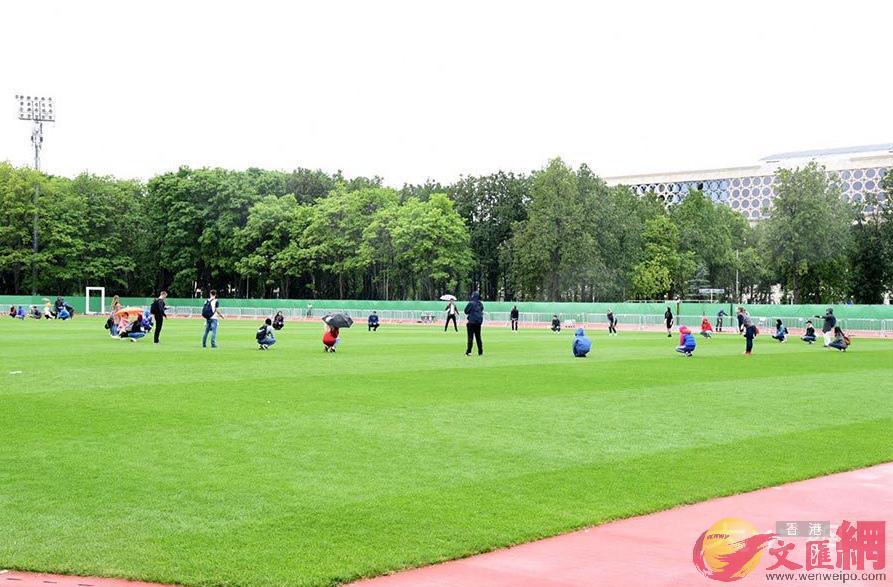 上屆冠軍德國和廣受球迷關注的英格蘭,昨天也分別到達莫斯科和聖彼得堡的集訓基地,「世界大戰」一觸即發。大公報記者 何嘉軒 攝