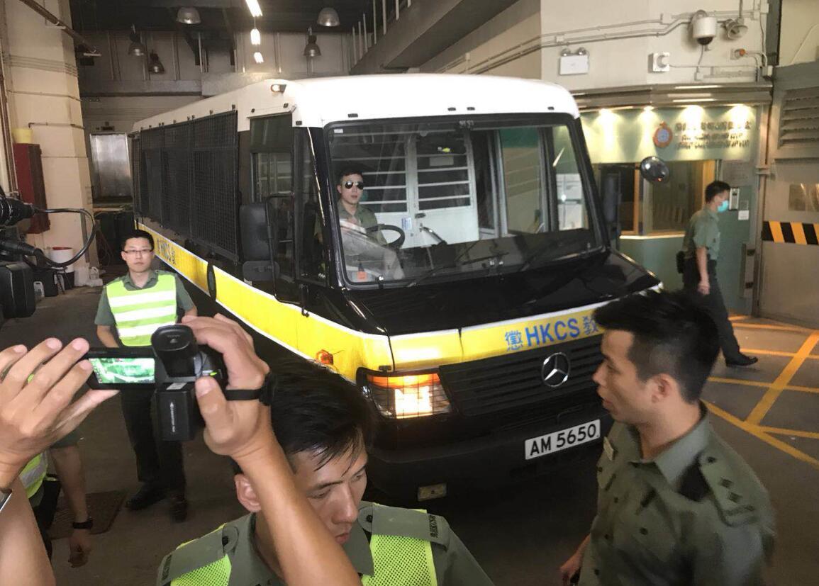 梁天琦今日轉入高度設防的石壁監獄。圖為梁天琦11日被判囚後由囚車押離法院。