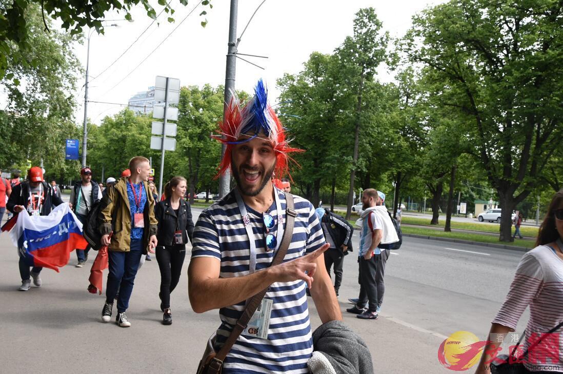 俄羅斯球迷自製趣怪帽子