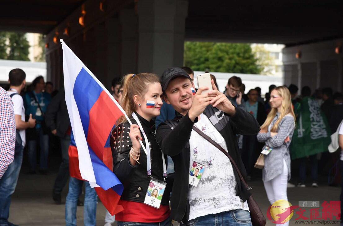 俄羅斯球迷興奮自拍