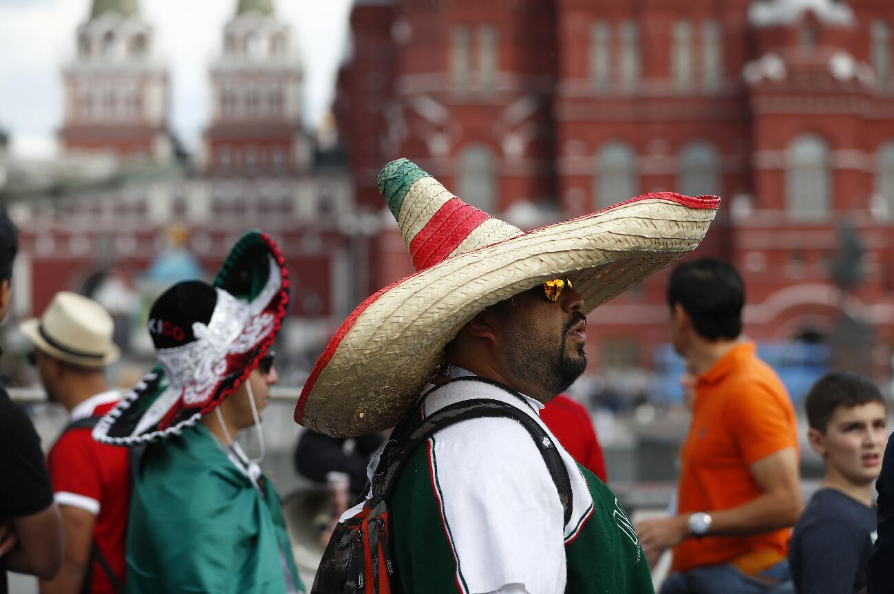 頭戴墨西哥草帽的球迷