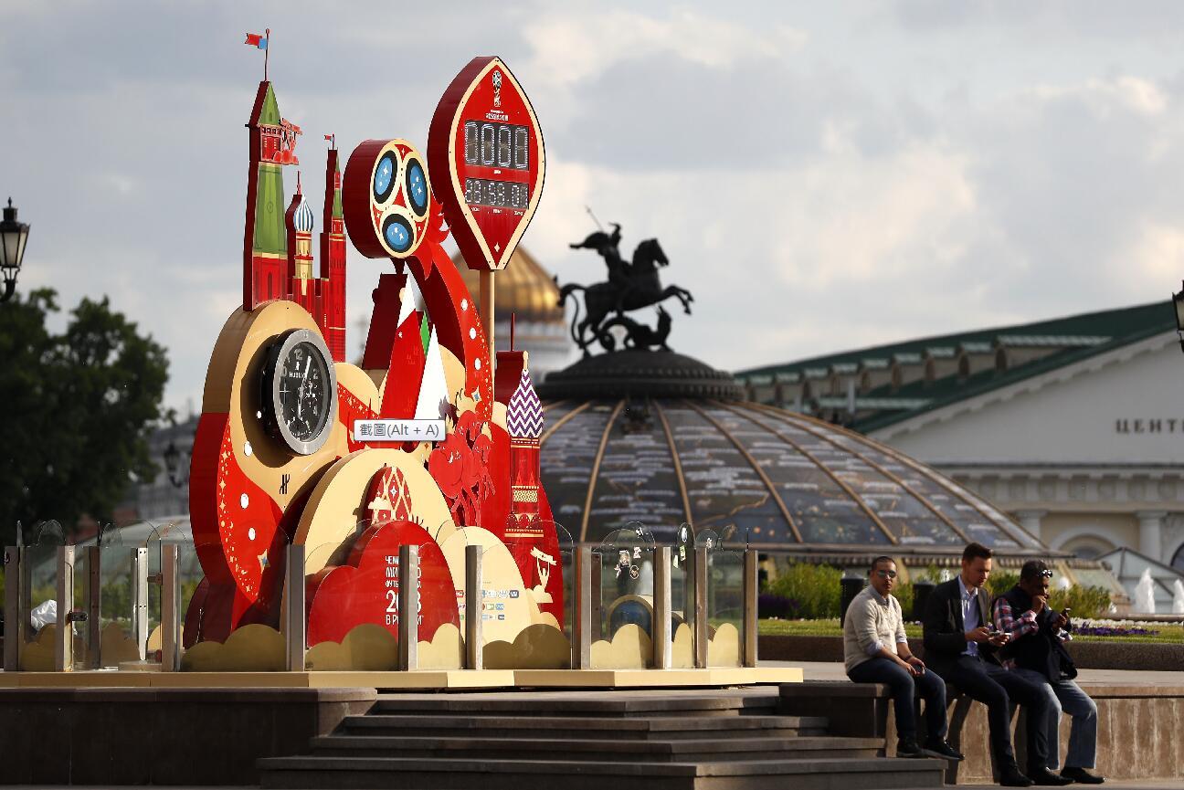 遊客遊覽位於莫斯科紅場附近的倒計時廣場