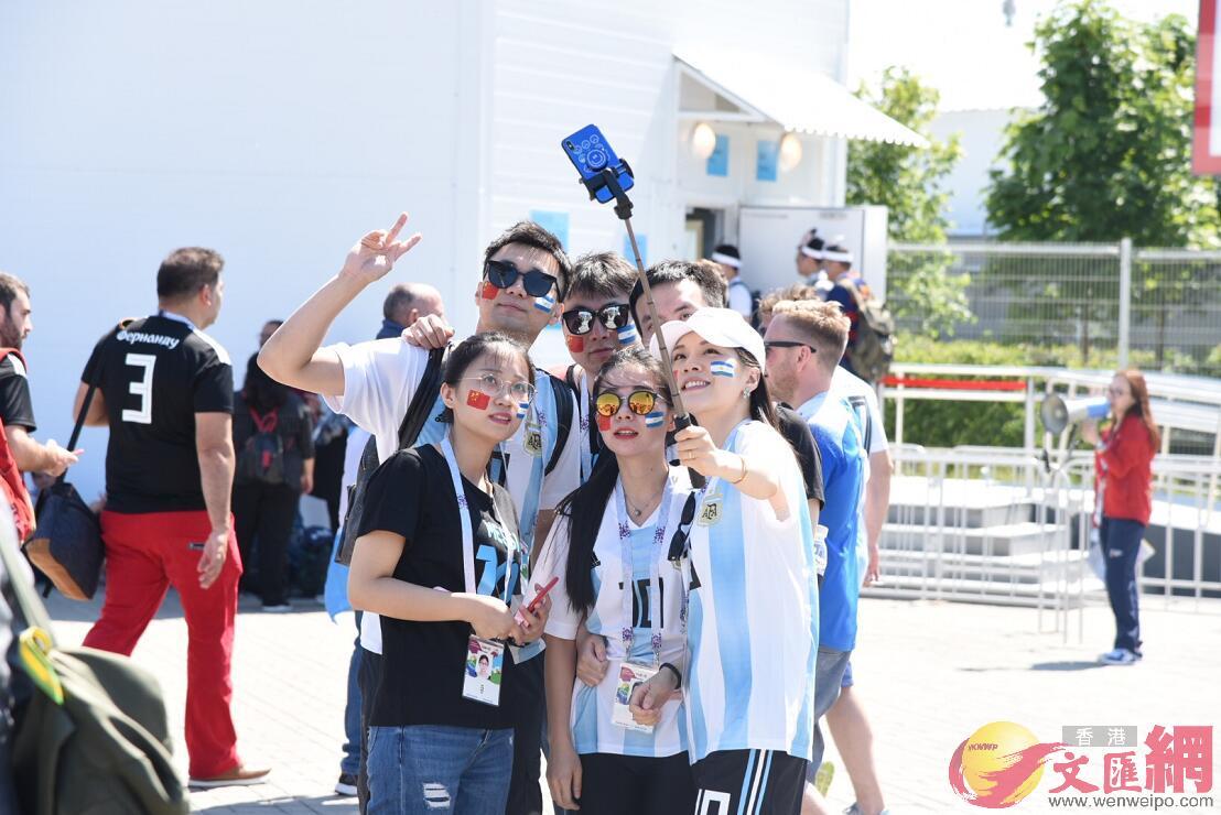 大量中國球迷支持阿根廷(何嘉軒 攝)