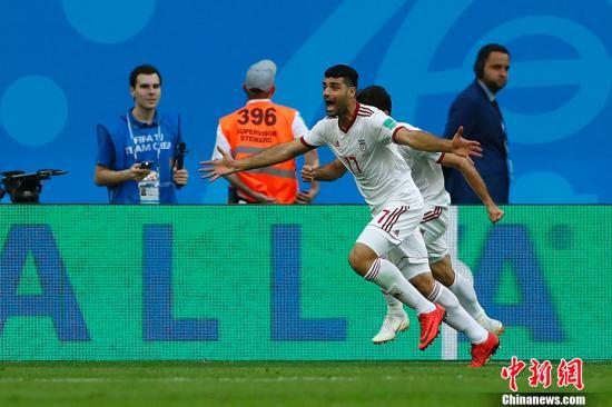 世界盃B組首輪於6月15日晚在聖彼得堡體育場打響,摩洛哥對陣伊朗。第93分鐘,伊朗隊前場任意球開出,摩洛哥球員烏龍頭球攻入己方大門,最終伊朗1-0絕殺對手。