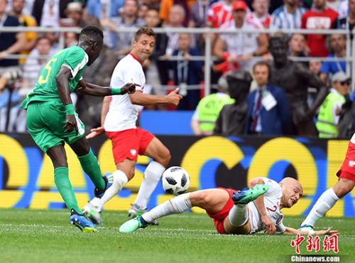 波蘭隊在莫斯科斯巴達克體育場1:2不敵「特蘭加雄獅」塞內加爾隊(中新網)