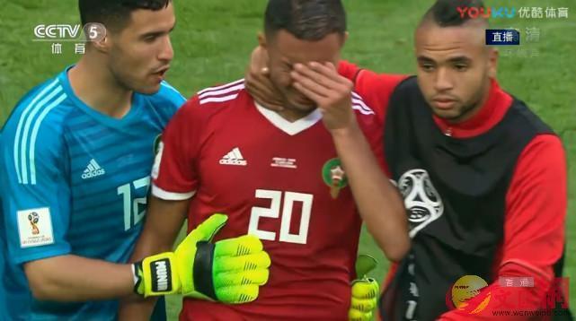 6月20日晚,在摩洛哥對戰伊朗的比賽中,出現了本屆世界盃的首粒烏龍球。摩洛哥前鋒布哈杜茲在比賽最後時刻,用一記令人匪夷所思的頭球,攻破了自家大門。