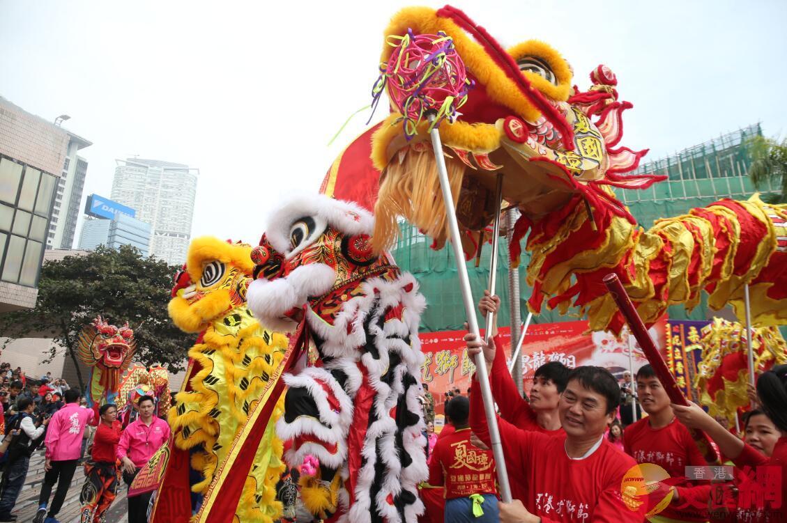 慶回歸活動重頭戲為將於維園舉辦的「龍獅匯演嘉年華」。圖為香港龍獅巡遊表演(文匯報資料圖片)