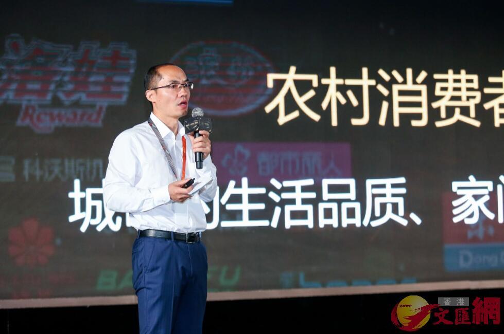 阿里巴巴集團副總裁、鄉村事業部總經理王建勳介紹農村淘寶升級計劃。